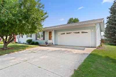 Neenah Single Family Home Active-Offer No Bump: 1320 Green Acres