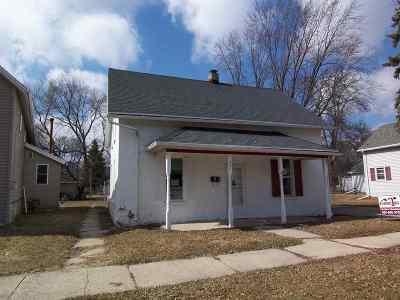 De Pere Single Family Home Active-No Offer: 431 N Erie