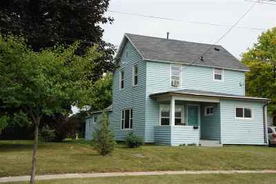 Menasha Multi Family Home Active-Offer No Bump: 618 4th