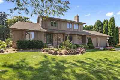 Menasha Single Family Home Active-No Offer: 1600 Hickory Hollow