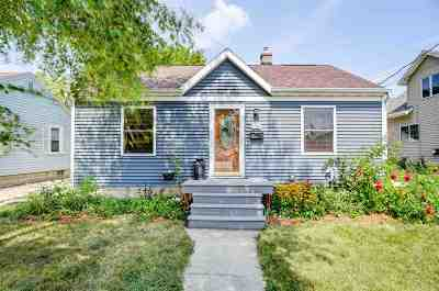 Neenah Single Family Home Active-No Offer: 218 Lorraine
