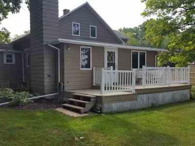 Menasha Single Family Home Active-No Offer: 2614 W Palisades