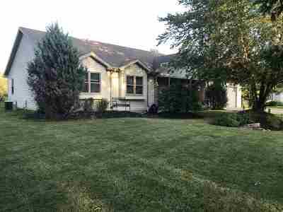 Menasha Single Family Home Active-Offer No Bump: 1035 Mosshaven