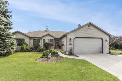 Menasha Single Family Home Active-Offer W/Bump-Show: 1132 Northfield