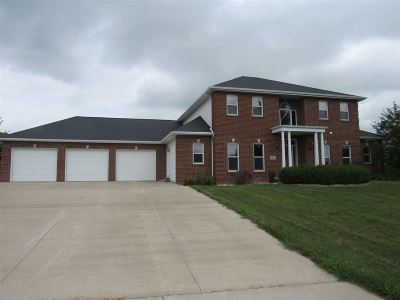 Menasha Single Family Home Active-No Offer: 2412 Woodland Hills