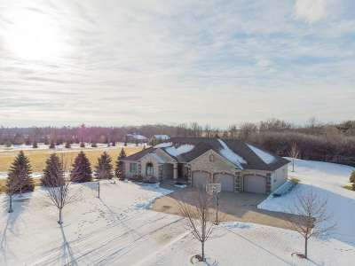 Kaukauna WI Single Family Home Active-No Offer: $374,900