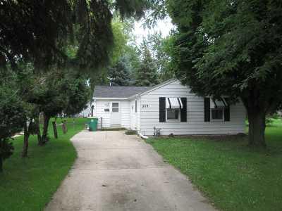 Green Bay Single Family Home Active-No Offer: 509 Abrams