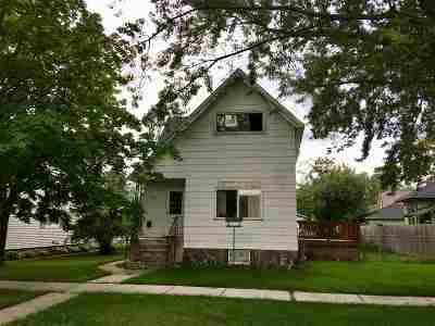 Marinette Single Family Home Active-No Offer: 1621 Elizabeth