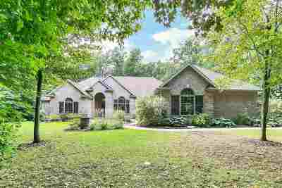 Luxemburg Single Family Home Active-No Offer: 6186 Baywood