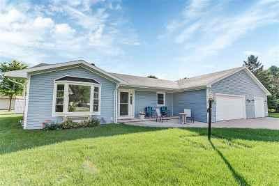 De Pere Single Family Home Active-No Offer: 726 Kickapoo