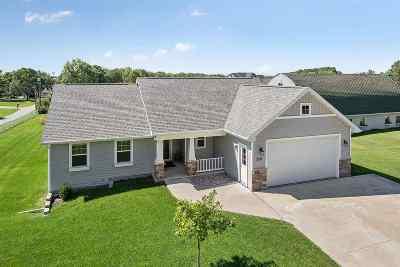 Kaukauna Single Family Home Active-No Offer: 2051 Peters