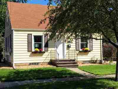 Menasha Single Family Home Active-Offer No Bump: 827 Appleton