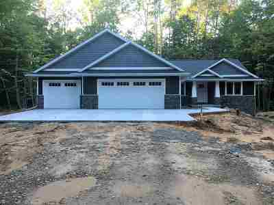 Oconto County Single Family Home Active-Offer No Bump: 5862 Havenwood Hills