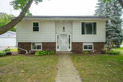 Black Creek WI Single Family Home Active-No Offer: $124,900