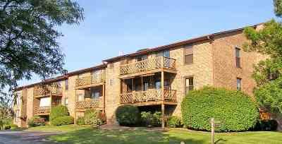 Green Bay Condo/Townhouse Active-No Offer: 340 W St Joseph #10