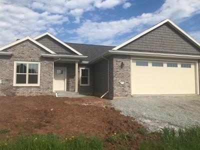 Menasha Single Family Home Active-No Offer: 814 Whisper Falls