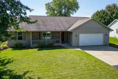 Appleton Single Family Home Active-No Offer: W2399 Greenspire