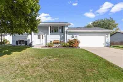 Neenah Single Family Home Active-No Offer: 1384 Pinehurst