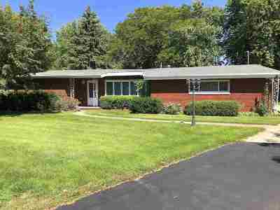 Menasha Single Family Home Active-No Offer: 1431 Sunset
