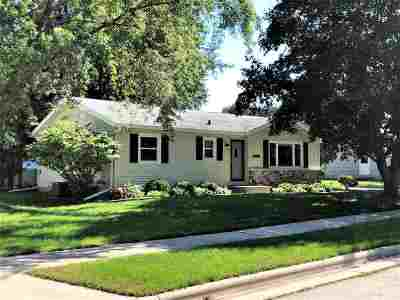 Neenah Single Family Home Active-No Offer: 1260 Green Acres
