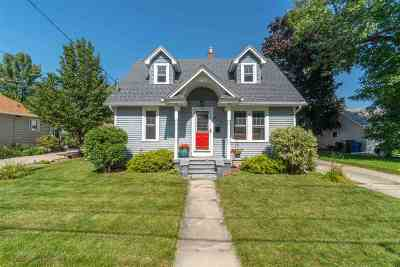 Menasha Single Family Home Active-Offer W/Bump: 820 Lincoln