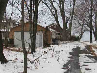 Single Family Home Active-No Offer: N5801 Rockland Beach