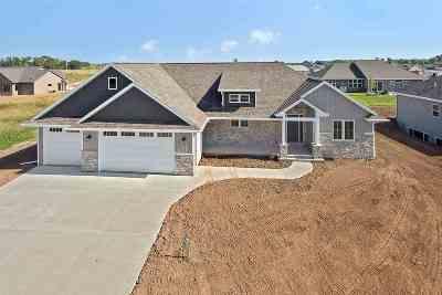 De Pere Single Family Home Active-Offer No Bump: 1122 Applewood