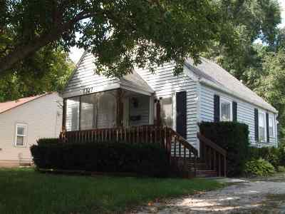Green Bay Single Family Home Active-No Offer: 1327 Weise