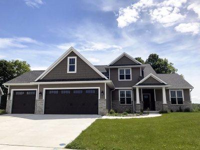 Green Bay Single Family Home Active-No Offer: 1374 Buckys Run