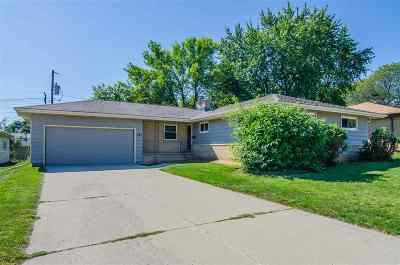Appleton Single Family Home Active-No Offer: 427 W Michigan