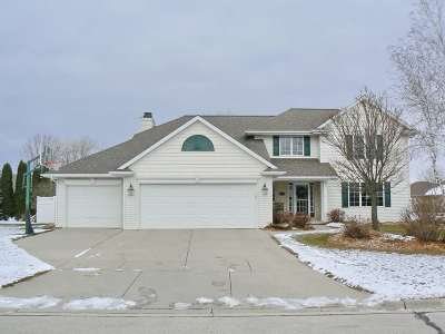 De Pere Single Family Home Active-No Offer: 2067 Ledge Haven