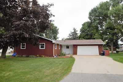 Menasha Single Family Home Active-No Offer: 1119 Pomer Way