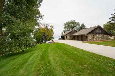 Single Family Home Active-No Offer: N5541 St Catherines Bay