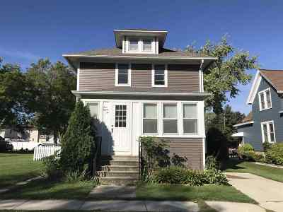 Single Family Home Active-No Offer: 482 Vermont
