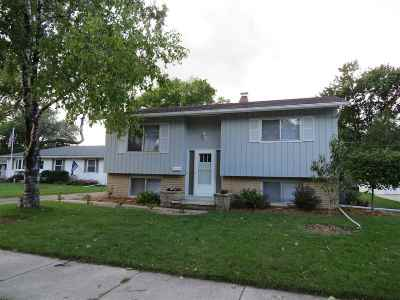 Single Family Home Active-No Offer: 921 Reichow