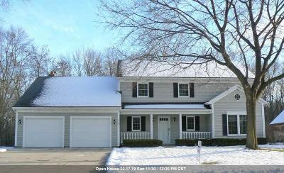 Green Bay Single Family Home Active-No Offer: 2539 Parkwood