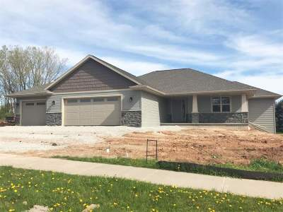 Green Bay Single Family Home Active-No Offer: 2940 Woodale