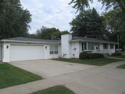 De Pere Single Family Home Active-No Offer: 1439 Hockers