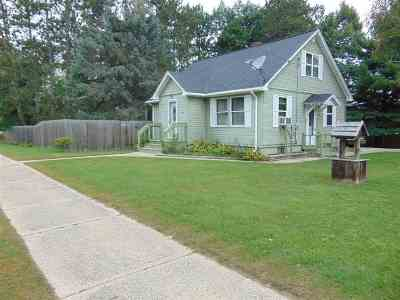 Oconto Falls WI Single Family Home Active-No Offer: $118,900