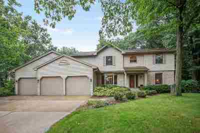 Green Bay Single Family Home Active-Offer W/Bump-Show: 2906 Timberline