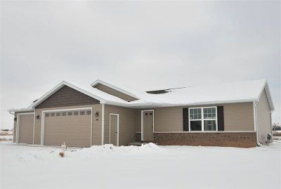 Kaukauna Single Family Home Active-Offer No Bump: 1464 Mera
