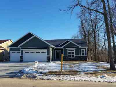 Neenah Single Family Home Active-No Offer: 1845 Forest Glen