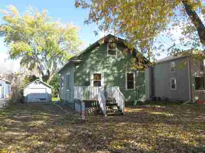 De Pere Single Family Home Active-No Offer: 814 Cedar