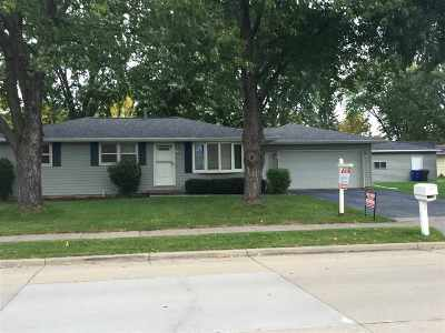 Little Chute Single Family Home Active-No Offer: 1314 Vandenbroek