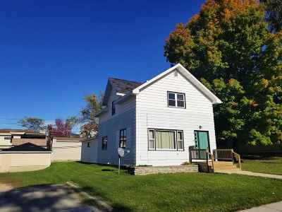 Oconto Falls WI Single Family Home Active-No Offer: $109,900