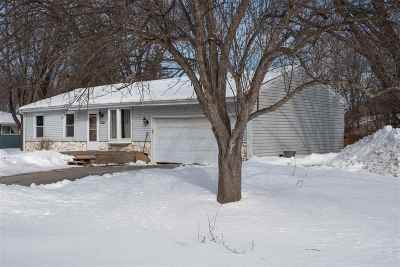 Neenah Single Family Home Active-No Offer: 1430 Deerwood
