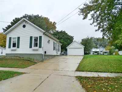 Kaukauna Single Family Home Active-Offer No Bump: 821 Oviatt