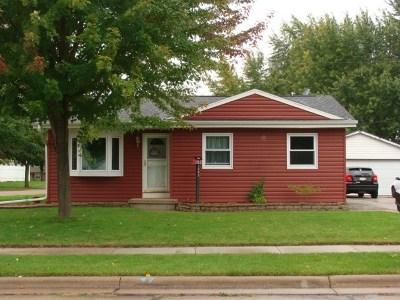 Neenah Single Family Home Active-Offer No Bump: 1093 Honeysuckle