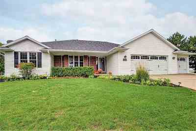 De Pere Single Family Home Active-Offer No Bump: 1812 Ledgeview