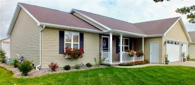Kaukauna Single Family Home Active-No Offer: 1320 Wildenberg